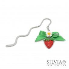 Segnalibro bacchetta rodio con fragola rossa e fiore bianco