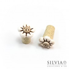 Tappo in sughero con fiore bianco e beige